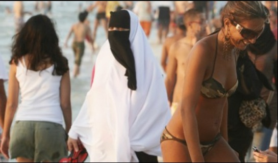 http://www.algerie-focus.com/2017/07/annaba-femmes-organisent-baignade-republicaine/
