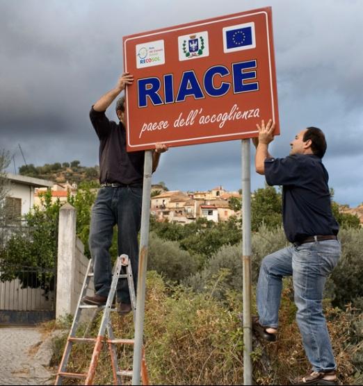 http://www.internazionale.it/opinione/ida-dominijanni/2016/04/04/riace-migranti-sindaco