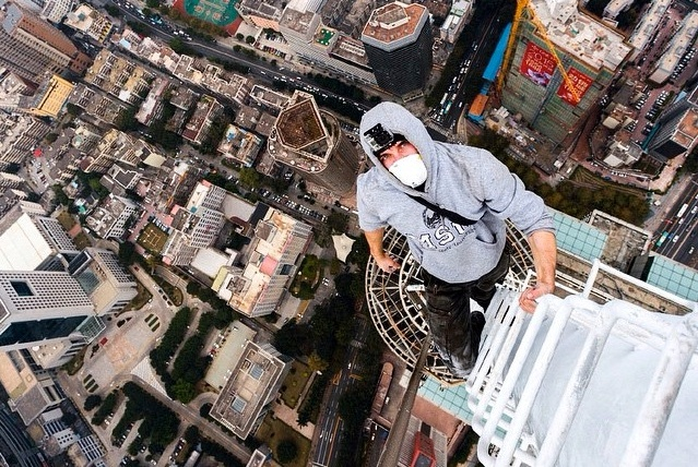 http://www..com/shenzhen/post/8588/russian-daredevils-who-scaled-shanghai-tower-conquer-shenzhen-skyscraper-1