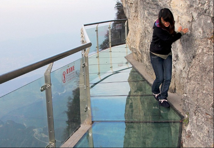 http://www.dailymail.co.uk/news/peoplesdaily/article-3719492/New-glass-bottomed-walkway-opens-4-600ft-Chinese-mountain.html